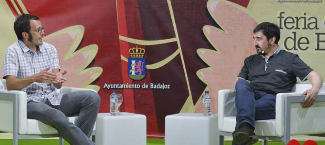 Fotos / Una charla-conferencia cierra las presentaciones de la 34 Feria del Libro de Badajoz
