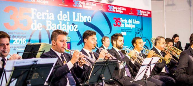 Banda Municipal de Música de Badajoz en el cierre de la Feria del Libro