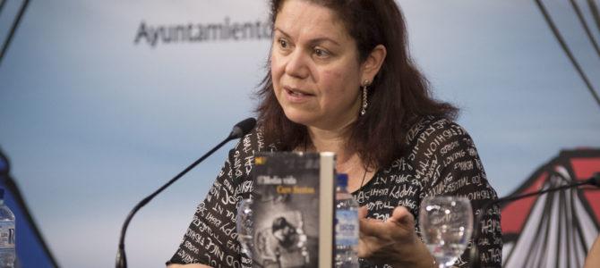 El Premio Nadal de Novela 2017, Care Santos, llega a Badajoz de la mano de 'Media Vida'